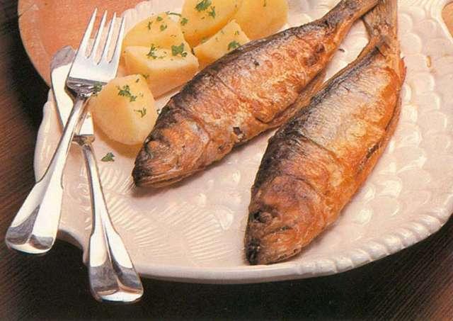 Как жарить красную рыбу в муке на сковороде