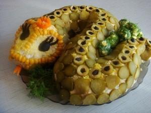 Новогодние салаты в форме змеи