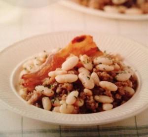 Рецепты Каталонии. Фасоль с беконом и колбасой